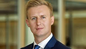 Jordan Rochester - This analyst knows everything about Brexit - and actually nothing News   cash
